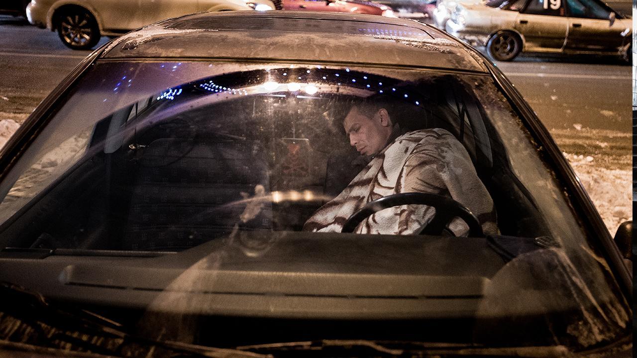 """Hier setzt """"<a href=""""https://www.giz.de/de/weltweit/52739.html"""" target=""""_blank"""">Lernen für die Rückkehr</a>"""" an: Das Projekt unterstützt Migrant*innen und Menschen auf der Flucht in Vorbereitung des Neustart in ihrem Herkunftsland. ©GIZ/ Elyor Nematov"""