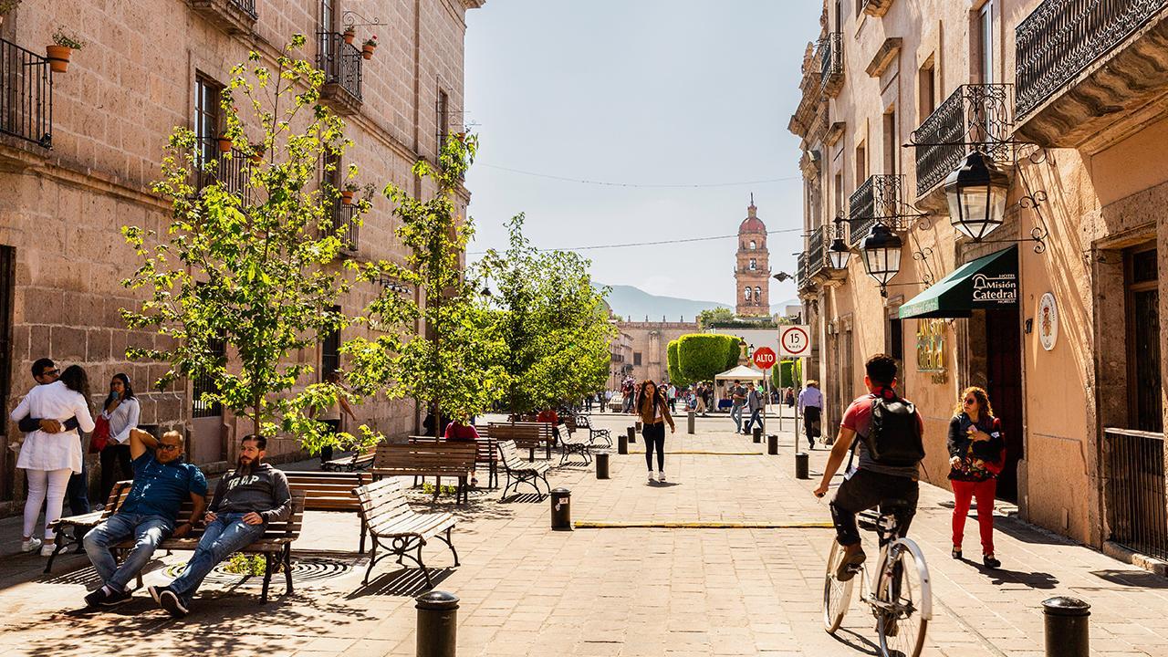 """Morelia, Mexiko: Der Trend der Urbanisierung schreitet voran. Umso wichtiger ist es, Städte nachhaltig zu planen und sicher zu machen, für die Menschen, die dort wohnen. Die folgenden Bilder zeigen Beispiele von Herausforderungen und Ideen, diese zu lösen. Informationen zur Arbeit der GIZ in diesem Bereich finden Sie unter<a href=""""https://www.giz.de/de/weltweit/65771.html"""" target=""""_blank"""">Kommunal- und Stadtentwicklung in der Entwicklungszusammenarbeit</a>und <a href=""""https://www.giz.de/fachexpertise/html/60073.html"""">Stadt- und Regionalentwicklung</a><br />© GIZ CiClim Mexico"""